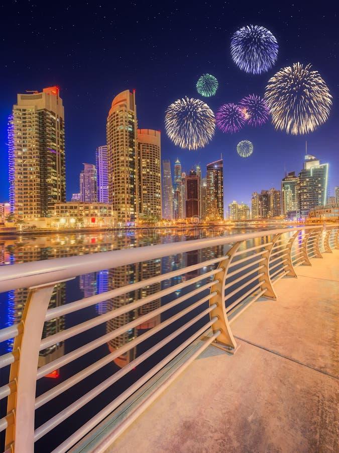 Piękni fajerwerki w Dubaj marina UAE obrazy stock