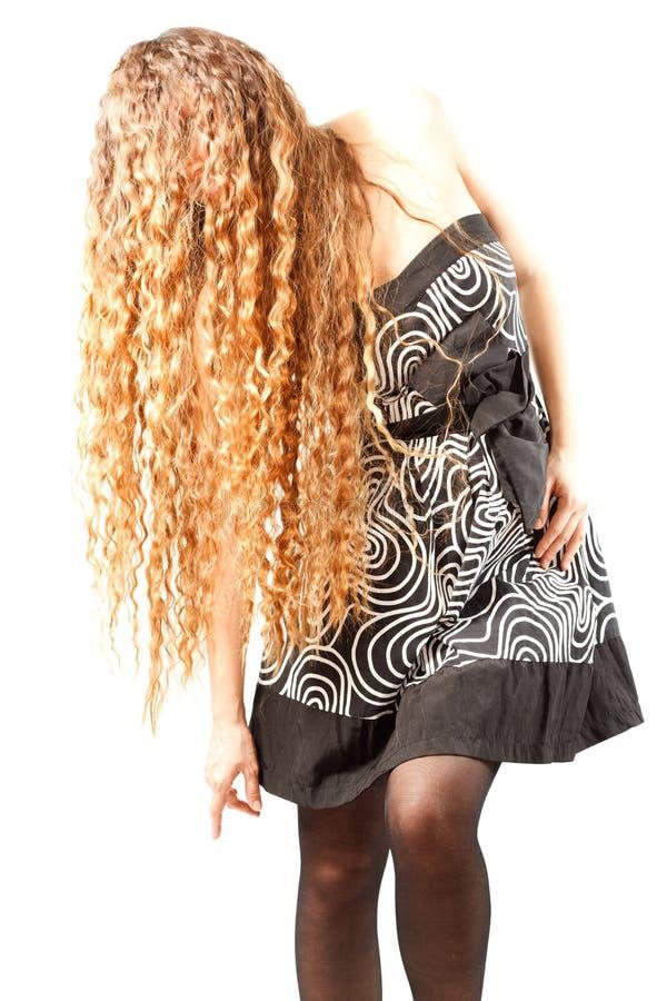piękni kędzierzawi włosy tęsk kobieta zdjęcia royalty free