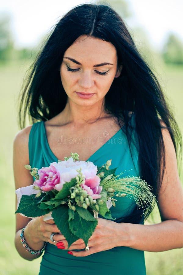 piękni kwiatu kobiety potomstwa obraz royalty free
