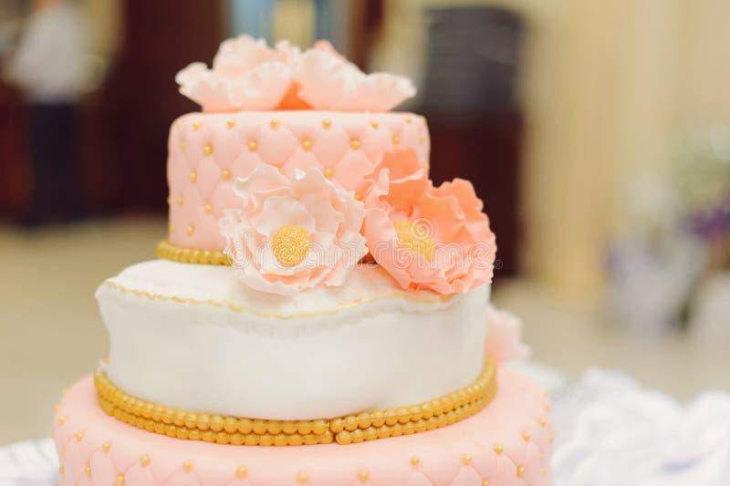 Piękni kwiaty na torcie zdjęcie royalty free