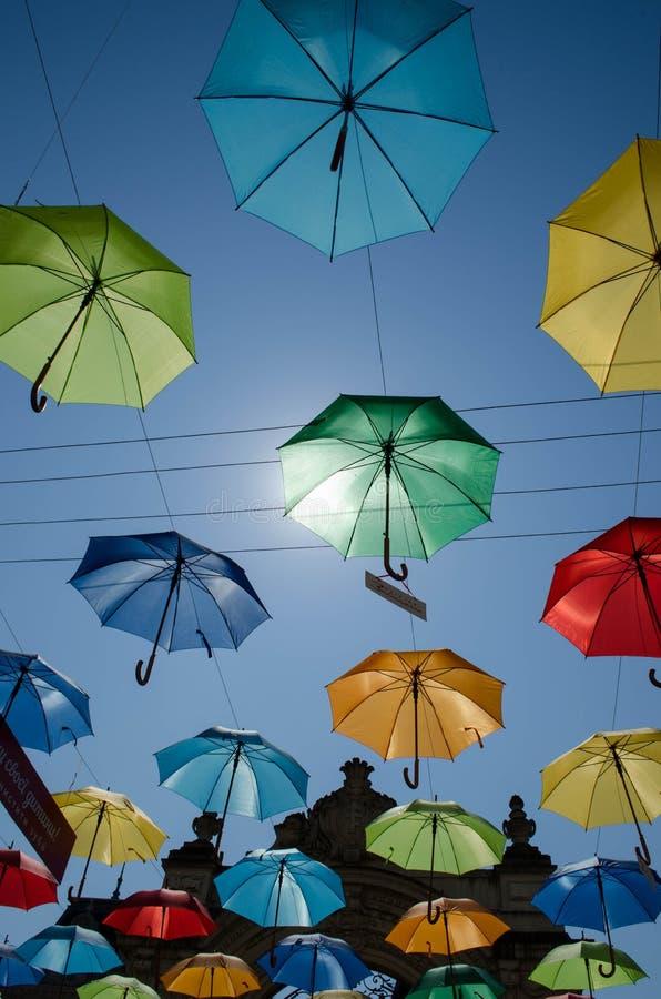 Piękni lato parasole w Lviv zdjęcia stock