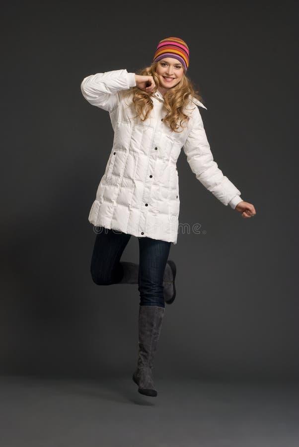 piękni odzieżowi zima kobiety potomstwa fotografia royalty free