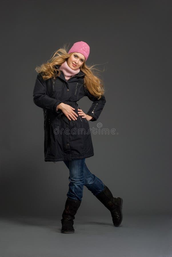 piękni odzieżowi zima kobiety potomstwa obrazy royalty free
