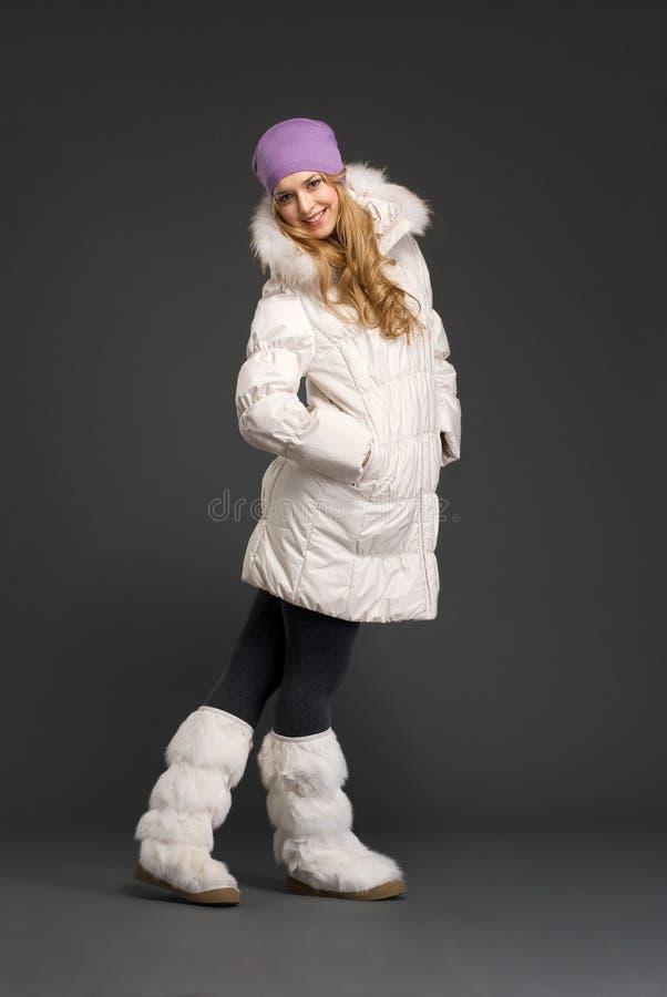 piękni odzieżowi zima kobiety potomstwa obraz stock