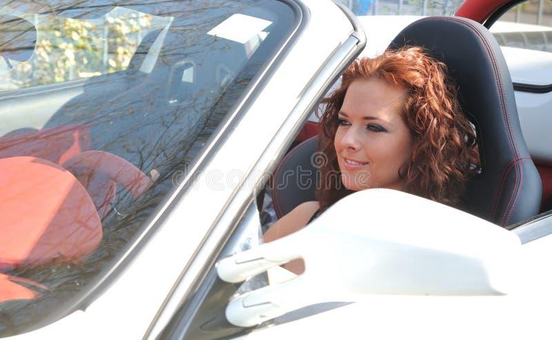 piękni samochodowi sporta kobiety potomstwa zdjęcia royalty free