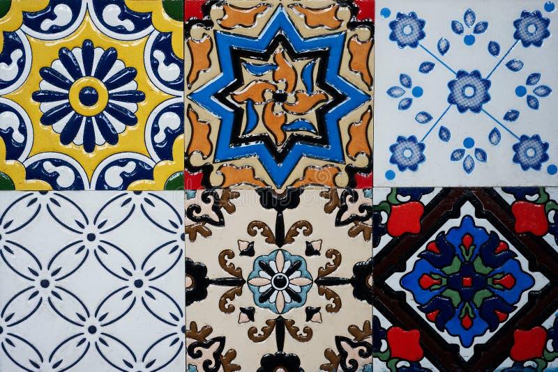 Piękni starzy ścienni ceramicznych płytek wzory handcraft od Thailand społeczeństwa zdjęcia stock