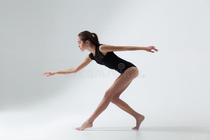piękni tancerza kobiety potomstwa zdjęcia royalty free