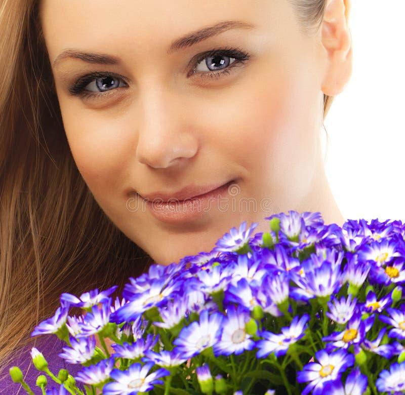 piękni twarzy kobiety kwiaty obraz stock