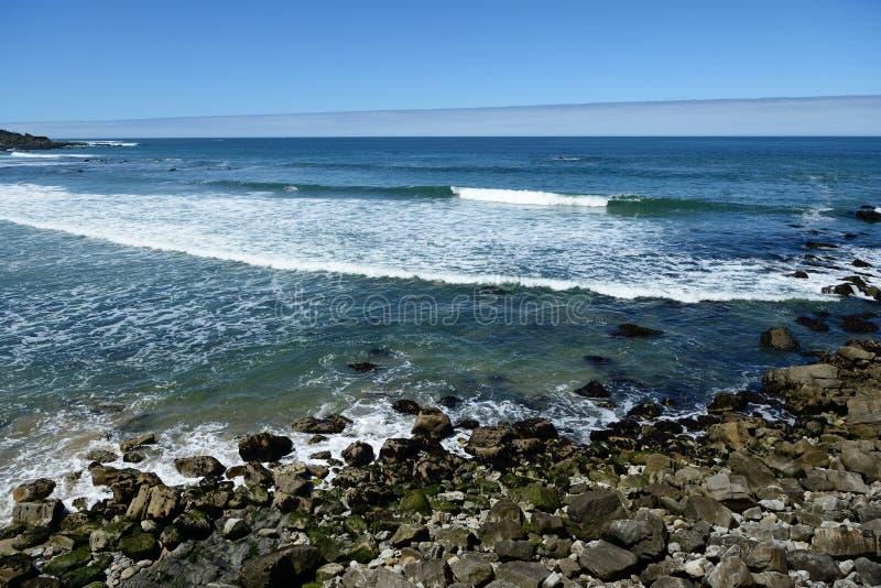 Piękni widok na ocean wzdłuż wybrzeże pacyfiku, CA, usa fotografia stock