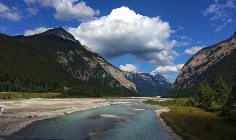 Pi?kni widoki Kanadyjskie Skaliste g?ry - Yoho zdjęcia stock