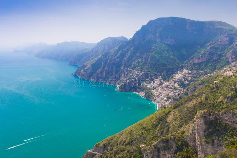 Piękni widoki na Positano miasteczku od ścieżki bóg, Amalfi wybrzeże, Campagnia region, Włochy zdjęcia stock
