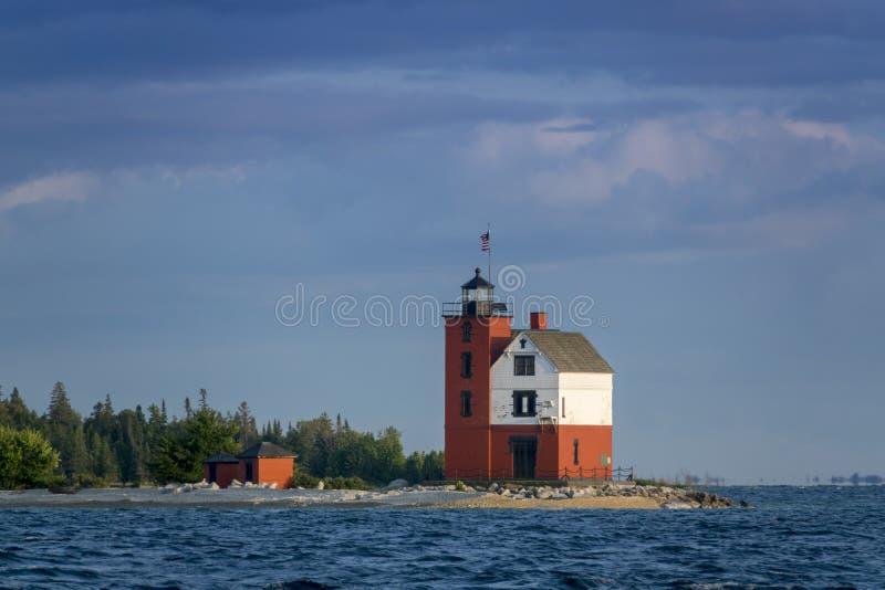 Pięknie malująca Historyczna Round wyspy latarni morskiej Mackinac wyspa Michigan fotografia stock