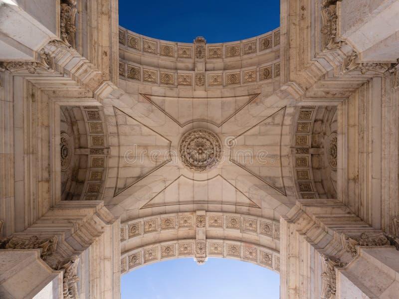 Pięknie stropować Triumfalny łuk Arco da Rua Augusta w handlu kwadracie Praça robi Comercio w Lisbon, Portugalia obrazy royalty free