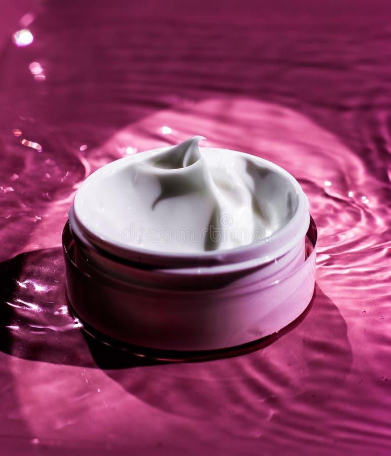 Piękno śmietanka, luksusowy kosmetyczny produkt, organicznie kosmetyki, ciała wellness i zdroju pojęcie, - skóry opieka, zdjęcie royalty free