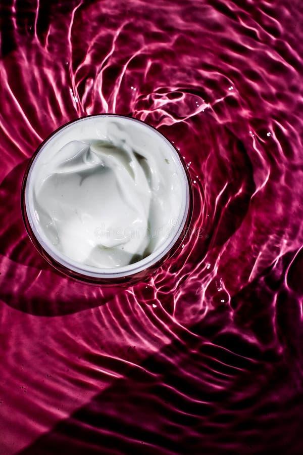 Piękno śmietanka, luksusowy kosmetyczny produkt, organicznie kosmetyki, ciała wellness i zdroju pojęcie, - skóry opieka, obraz stock