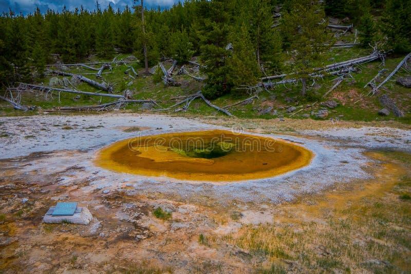 Piękno basen, Stary Wierny basen, Yellowstone park narodowy Wyoming zdjęcie stock