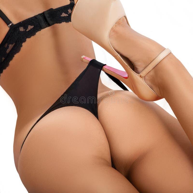 Download Piękno Brunetki Kobieta Z Atrakcyjnymi Pośladkami W Bieliźnie I H Obraz Stock - Obraz złożonej z uroczy, fitness: 57663815