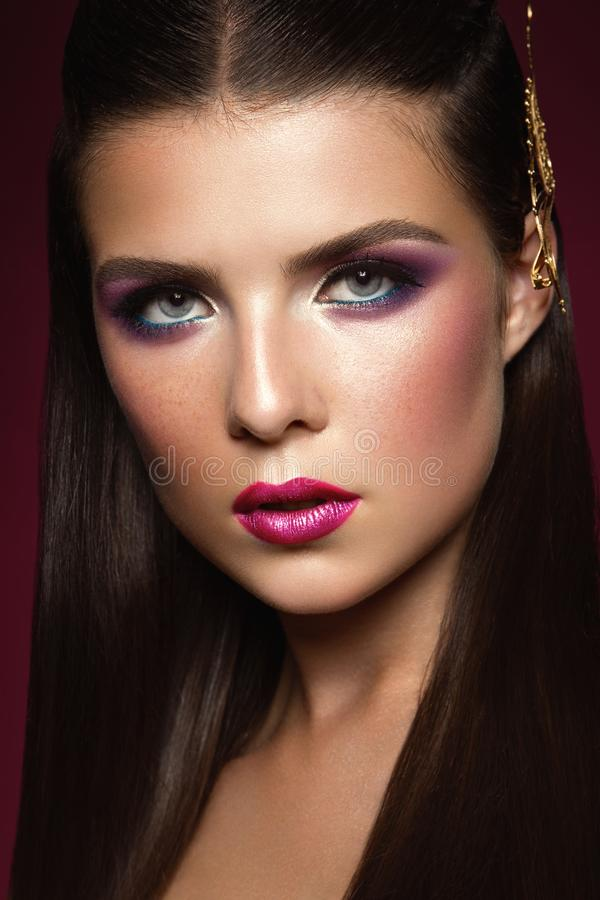 Piękno brunetki kobieta z Perfect Uzupełniał obrazy stock