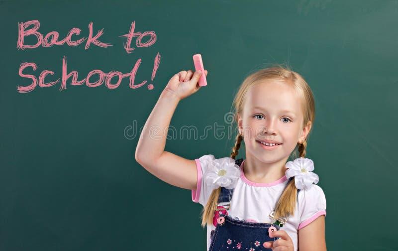 Piękno dziewczyna blisko chalkboard fotografia royalty free