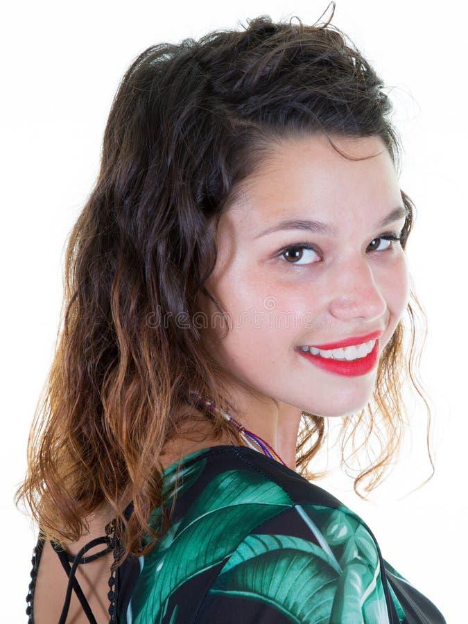 piękno dziewczyna z ślicznym uśmiechem nad białym tłem Piękna brunetka robi fotografii dla profilu w ogólnospołecznej sieci fotografia stock
