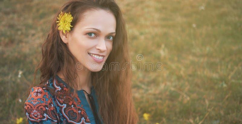 Piękno dziewczyny outdoors portret obraz royalty free