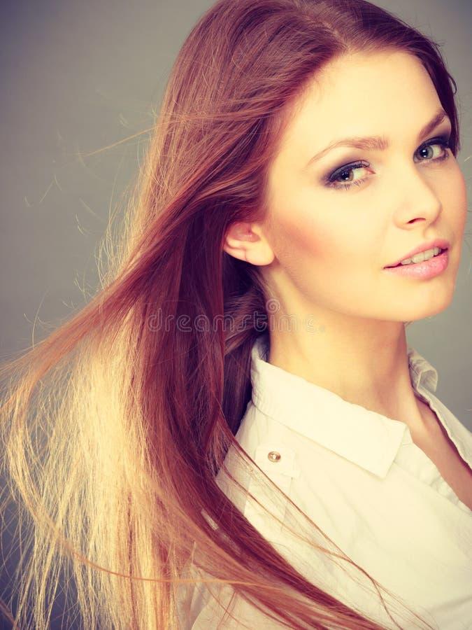 Piękno eleganckiej kobiety wspaniały portret fotografia royalty free