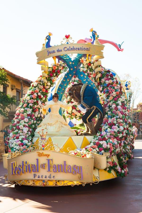 Piękno i bestia uczestniczy w DisneyWorld paradujemy fotografia stock
