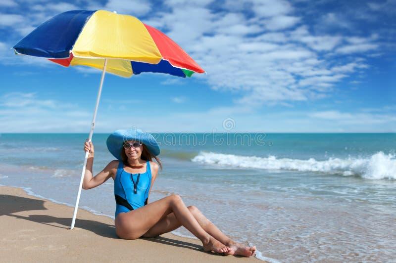 Piękno kobieta na morze plaży zdjęcia royalty free
