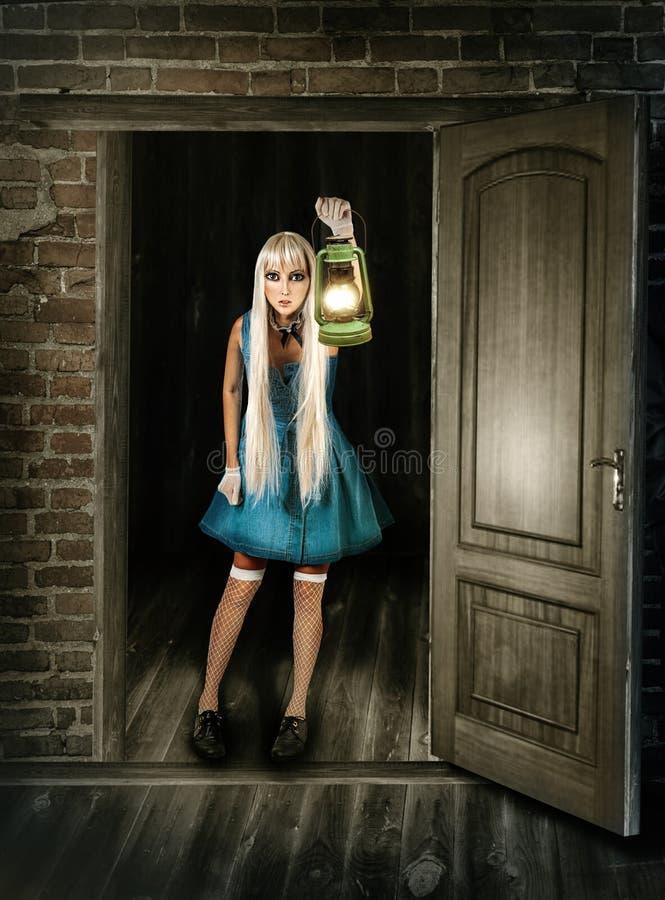 Piękno kobieta z lampionem obrazy stock