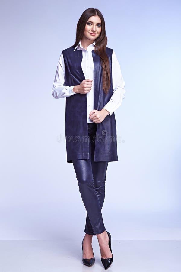 Piękno kobiety modela odzieży projekta trendu elegancka odzież obrazy royalty free