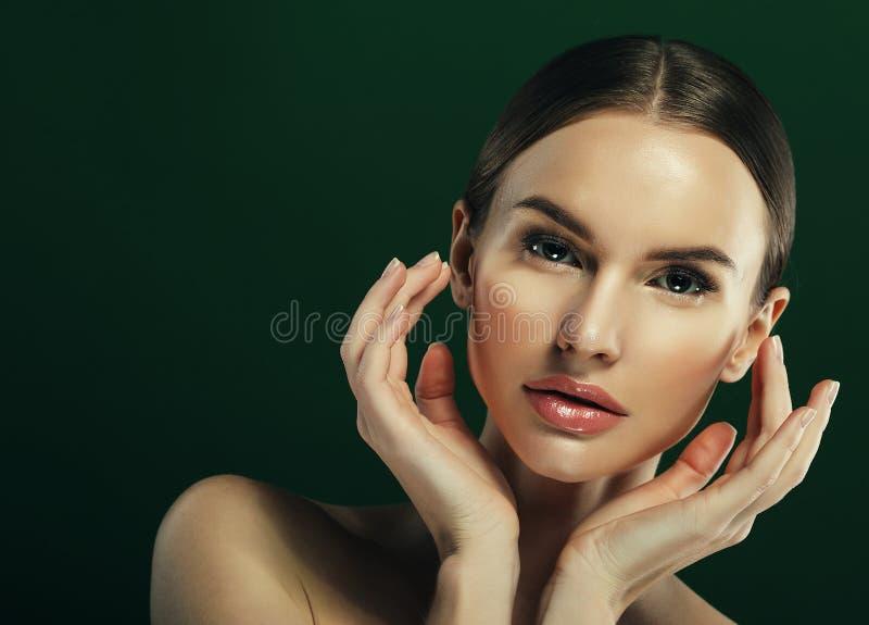 Piękno kobiety twarzy portret Piękna wzorcowa dziewczyna z Perfect Fr zdjęcie stock