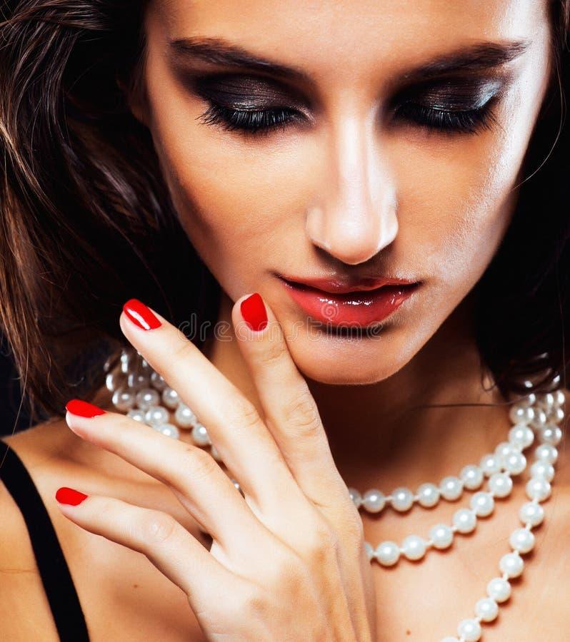 Piękno młoda kobieta z jewellery zakończeniem up, luksusowy portret bogata istna dziewczyna, partyjny makeup fotografia stock