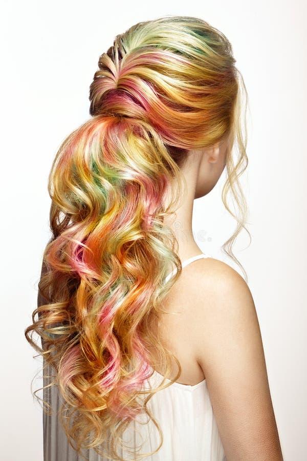 Piękno mody modela dziewczyna z kolorowym farbującym włosy obrazy stock
