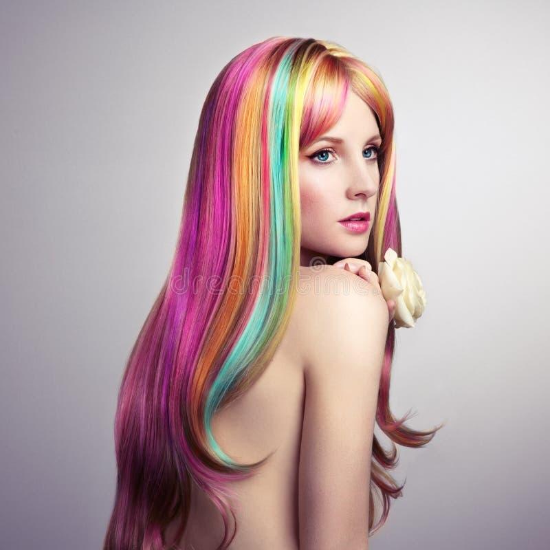 Piękno mody modela dziewczyna z kolorowym farbującym włosy zdjęcie stock