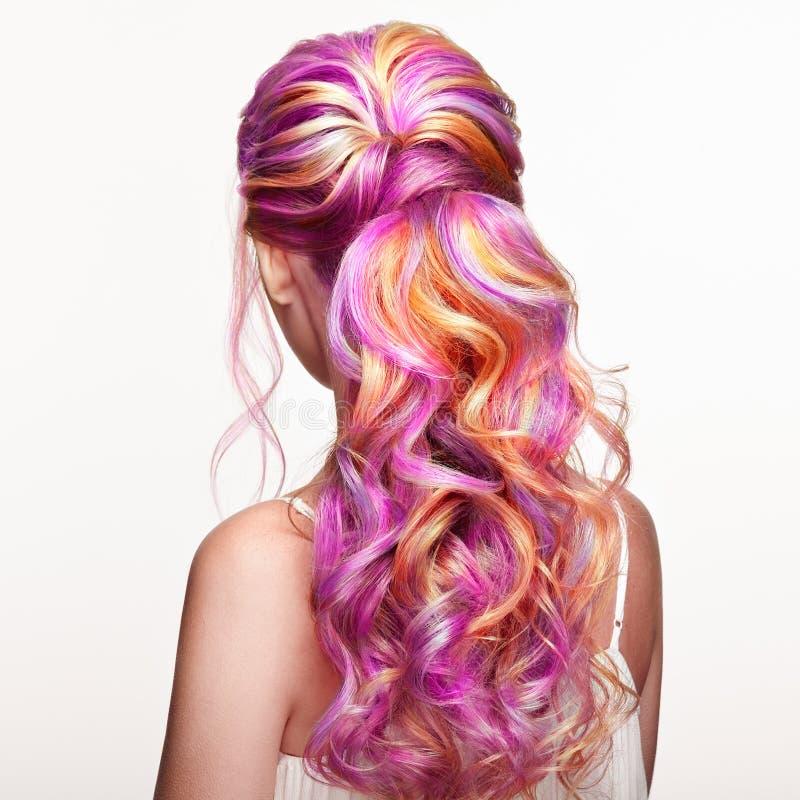 Piękno mody modela dziewczyna z kolorowym farbującym włosy zdjęcia royalty free