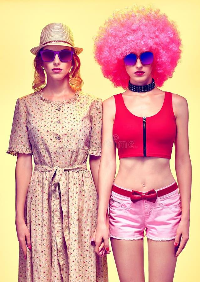 Piękno mody modnisia kobieta, eleganckie siostry zdjęcie stock