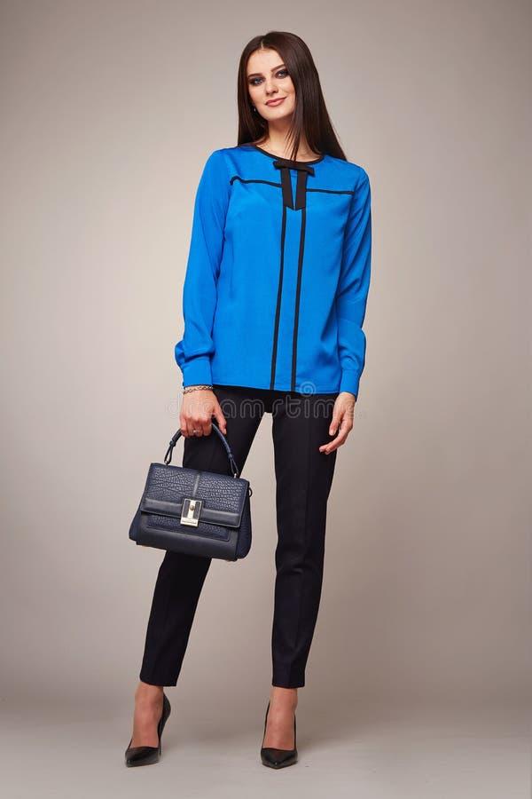 Piękno mody ubrań kobiety modela przypadkowa inkasowa brunetka fotografia stock