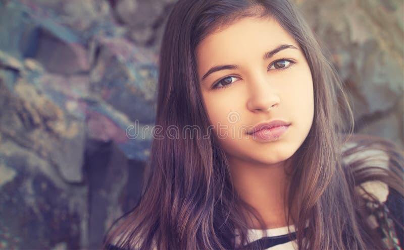 Piękno nastoletnia dziewczyna outdoors zdjęcia royalty free