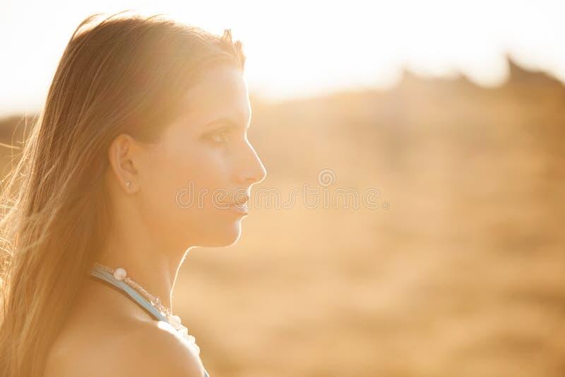 Piękno plenerowy portret atrakcyjna młoda kobieta zdjęcie royalty free