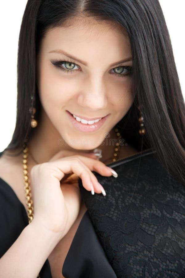 Piękno portret długa z włosami uśmiechnięta młoda brunetki kobieta zdjęcie royalty free