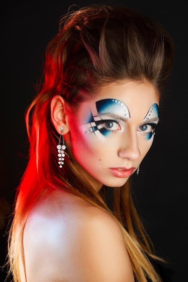 Piękno portret młoda dziewczyna z jaskrawym błękitnym makeup Sztuki bea obraz royalty free