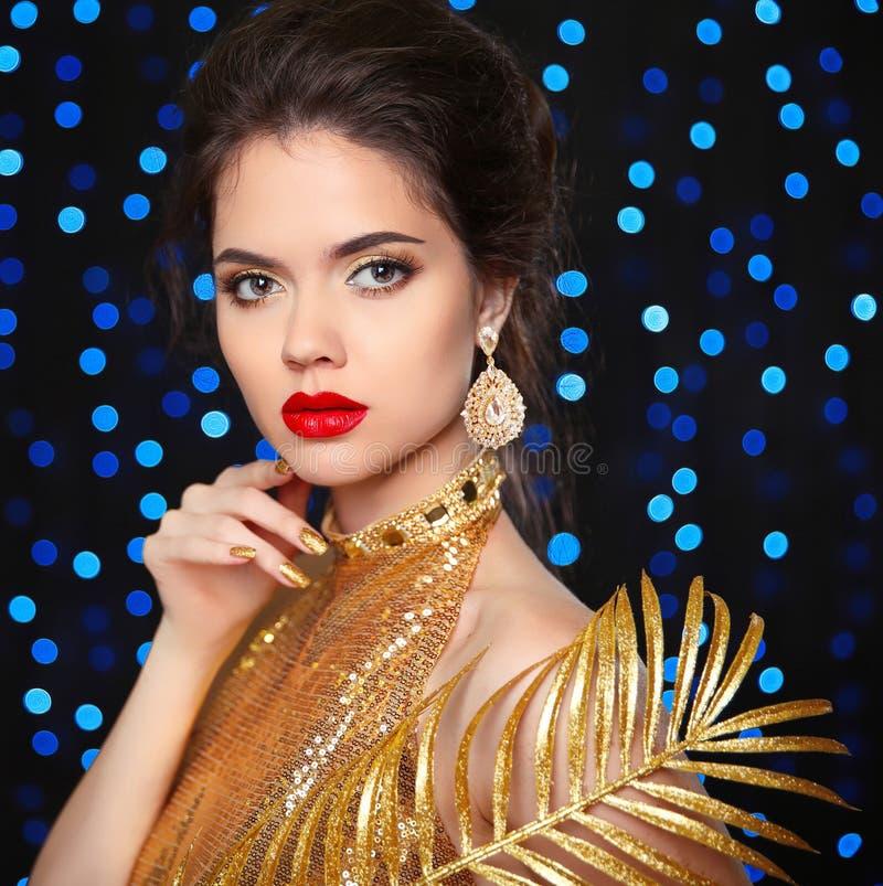 Piękno portret piękny mody dziewczyny model z czerwonymi wargami zdjęcia stock