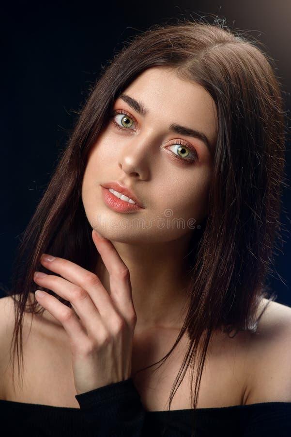 Piękno portret wargi młoda kobieta zdjęcie royalty free