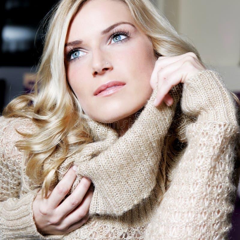 Piękno portret wspaniała blond kobieta zdjęcia royalty free