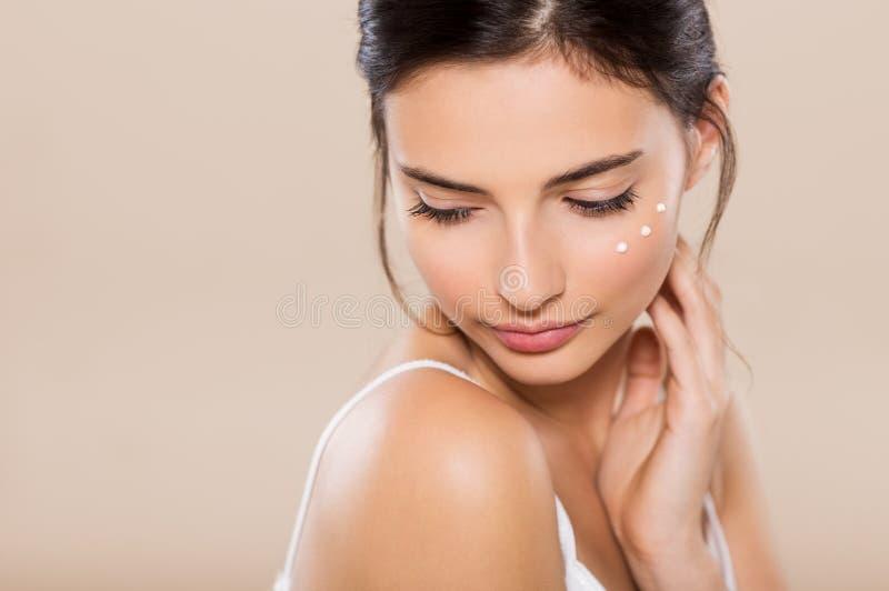 Piękno twarz z moisturizer zdjęcie stock
