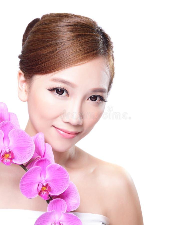 Piękno twarz z orchideami zdjęcie royalty free