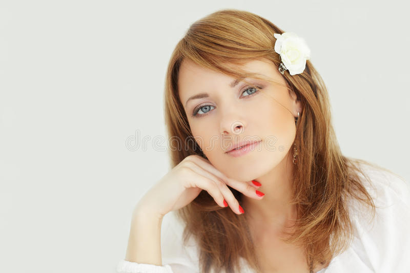 Piękno - uśmiechnięta żeńska twarz fotografia stock