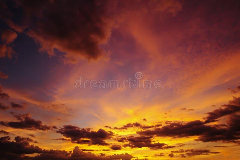 Piękno wieczór niebo jest breathtaking atmosferą obraz royalty free