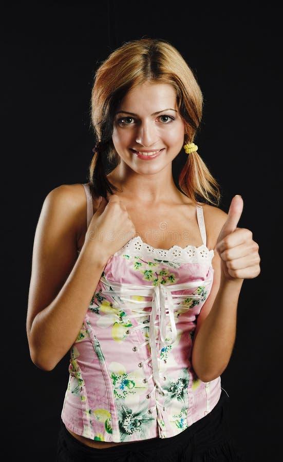 Piękno Wykazując Znaku Kciuk W Górę Młodych Obrazy Royalty Free