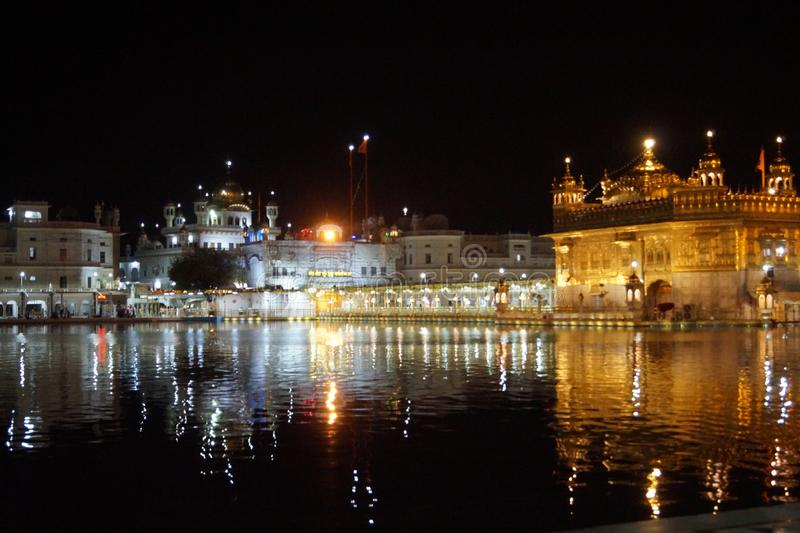 Piękno Złota świątynia w nocy zdjęcie royalty free